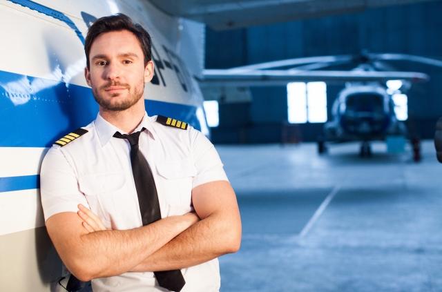 飛行機のパイロットになるための必須条件とは?必要な視力やレーシックでもなれるかを解説!